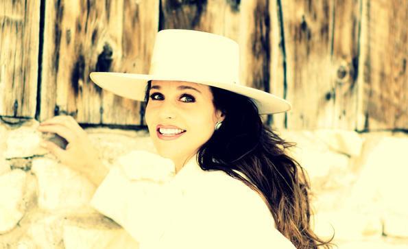 Singer songwriter Mary Kaye